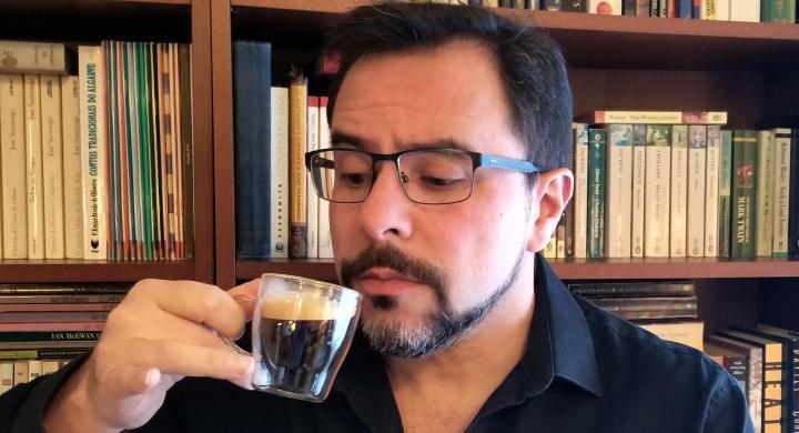 Roberto Gorjão's picture having a cup of espresso